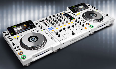 Pioneer white limited edition cdj 2000 djm 900